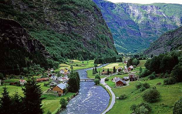 norway-fjords_2195377b